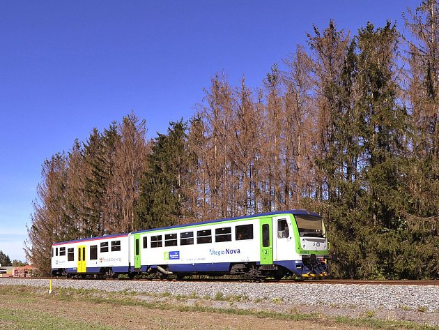 Za hradbou stromů u trati se nachází nejlidnatější chrudimské sídliště.