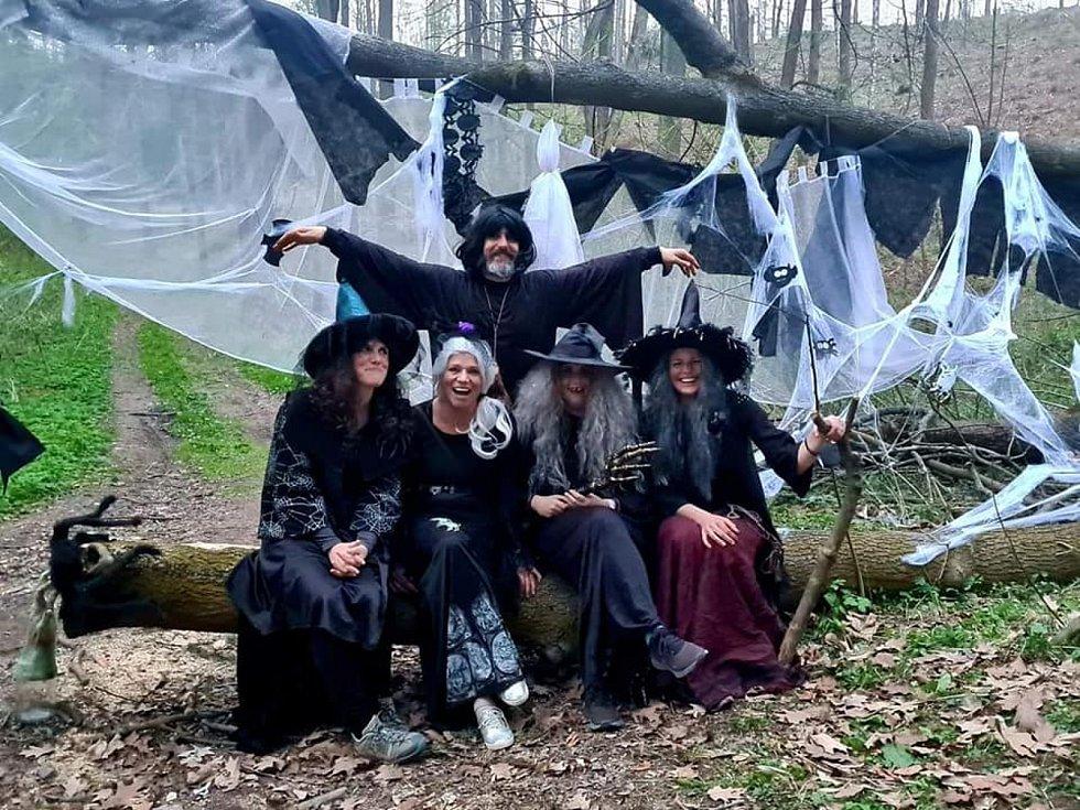 Čarodějnice obsadily Luži