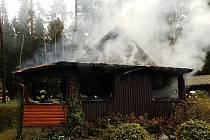 Požár chaty v Seči