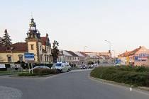 Na kruhovém objezdu u hotelu Bohemia se zranil cyklista.