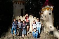 Děti ze základní školy ve Stolanech si vyjely za krásného počasí na výlet.