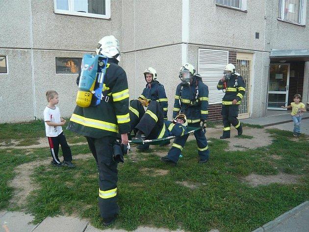 Cvičení dobrovolných hasičů na Větrníku.
