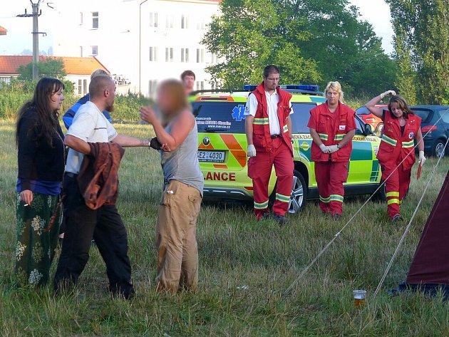 Policie od nedělního rána vyšetřuje úmrtí dítěte na hudebním festivalu Yanderov 2012.