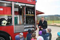 Školku v Mladoňovicích navštívili dobrovolní hasiči.