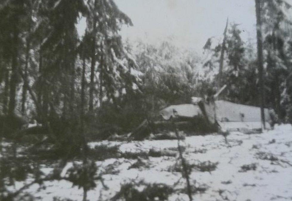 Snímky pořízené po havárii letounu.