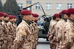 34 českých vojáků (většina ze 43. výsadkového praporu v Chrudimi) odlétlo do afrického Mali, kde tamní armáda bojuje s islámskými radikály. Čeští zástupci budou chránit velitelství francouzské armády v hlavním městě Bamako a cvičit maliské vojáky.