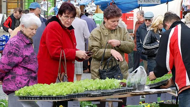 Na náměstí se rozběhly tradiční jarní trhy.