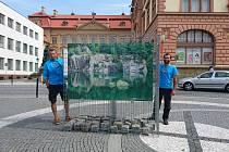 Stojany s fotkami z Geoparku Železné hory.