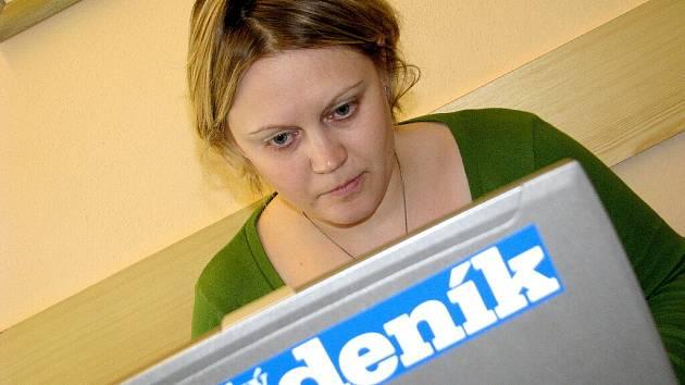Stomatoložka Karolína Klemová  odpovídala on-line čtenářům Chrudimského deníku.
