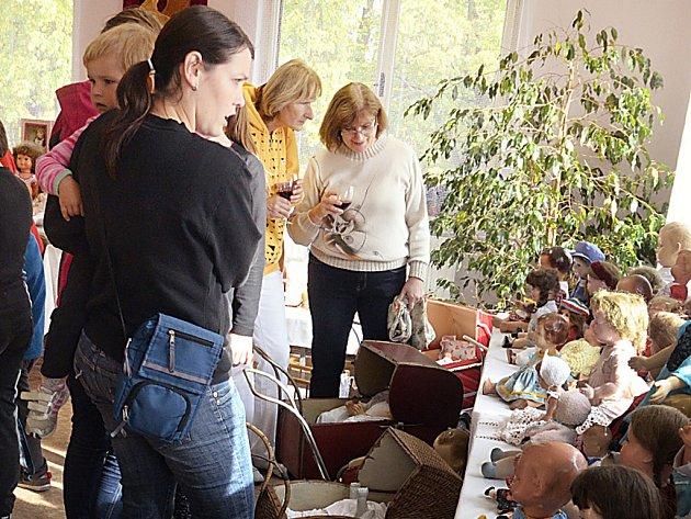 Výstava panenek v Mrákotíně.