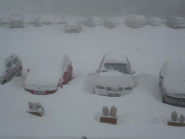 V Krkonoších zavládla v neděli 28. října pořádná zima. Snímek pochází z Horní Malé Úpy.