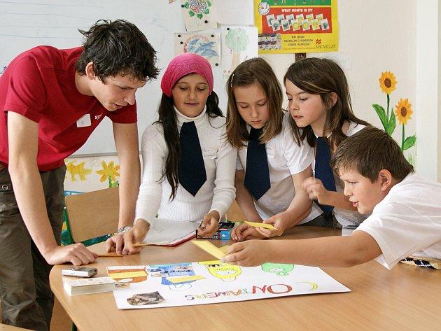 Vejvanovická škola hostila 5. ročník Anglické olympiády pro malotřídní školy z Chrudimska, které se zúčastnily školy Vejvanovic, z Tuněchod, z Holetína, z Orle, z Rabštejnské Lhoty a ze Stolan.