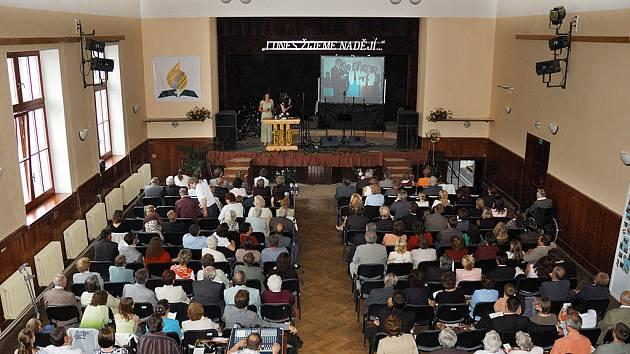 Adventisté sedmého dne v Luži oslavovali století