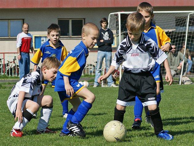 Fotbalový turnaj přípravek ve Slatiňanech viděl derby AFK a SK Chrudim.