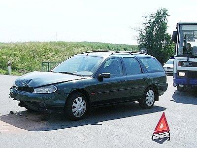 Ford Mondeo krátce po havárii.