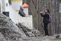 Lidé vyrazili na oblíbený Kočičí hrádek i rozhlednu Báru u Slatiňan
