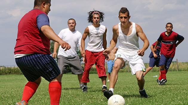 Po již tradičním fotbalovém turnaji romských mužstev v Přestavlkách následovala i letos diskotéka.