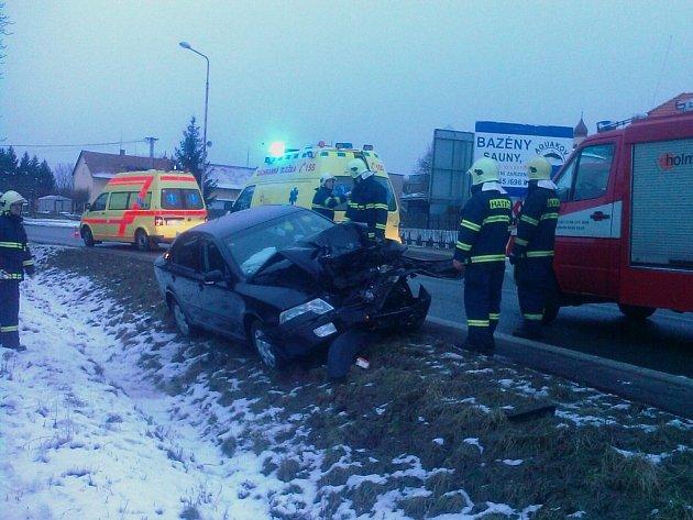 Hasiči zasahovali u nehody dvou osobních vozů v Chrudimi.