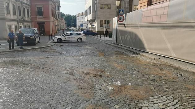 Vodovod v chrudimském centru má poruchu, město zajišťuje cisterny