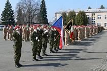 Nástup 43. výsadkového praporu Chrudim před zahraniční misí.