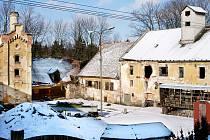 Zchátralá budova bývalého pivovaru v Předhradí.