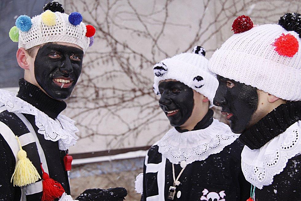 Ani Blatno se letos neobešlo bez oblíbené a tradiční masopustní obchůzky maškar