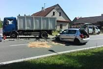 Srážka osobního a nákladního vozu v Čankovicích.