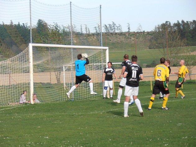 Z utkání fotbalové I.B třídy Luže - Prosetín 2:0.