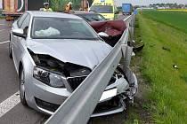 Řidič vozidla značky Škoda přijíždějící ze silnice I/37 nedal přednost řidičce vozidla Opel.