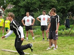 NASAVRKY SOBĚ. Členové nasavrckého Sokola v sobotu uspořádali velkou akci Nasavrky sobě. Odpoledne na hřišti hrál DJ Štumpf, uskutečnily se netradiční disciplíny, třeba přehazovaná s vejci.