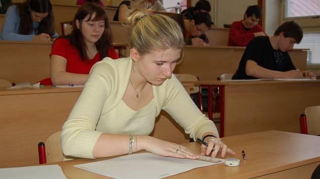 Na Gymnáziu Karla Václava Raise se konaly písemné maturitní práce z českého jazyka.