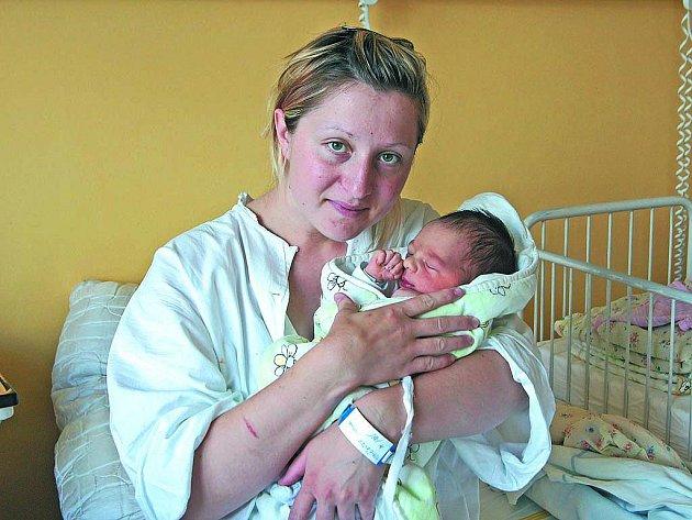 PATRIK TOMČÍK. Bráška 3,5letého Vojty vykoukl na svět 5. června hodinu před polednem s mírami 3,52 kilogramu a 52 centimetrů. Radost z jeho narození měli i rodiče Martina a Michal Tomčíkovi ze Slavkovic.
