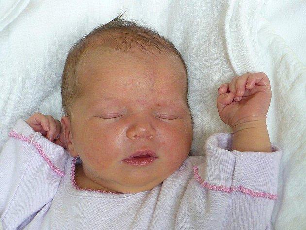 JUSTÝNA CELUNDOVÁ. Andrea a Luděk Celundovi z Heřmanova Městce si k dceři Adélce pořídili 21. listopadu v 8:28 další holčičku. Vážila 3,6 kilogramu a měřila 51 centimetrů.
