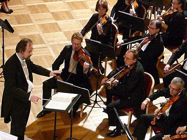 Dirigent Ondřej Kukal s Filharmonií Hradec Králové vystoupili ve velkém sále Muzea.