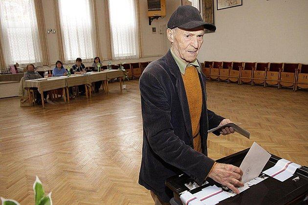 V pátek 15. října přišel k volbám ve Vortové i devadesátiletý Alois Pavlík, který je nejstarším občanem obce.