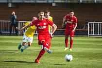 Hattrick začal penaltou. Velké odpoledne zažil útočník MFK Chrudim Daniel Vašulín. V den svých narozenin vstřelil tři góly, první šel z pokutového kopu (na snímku).