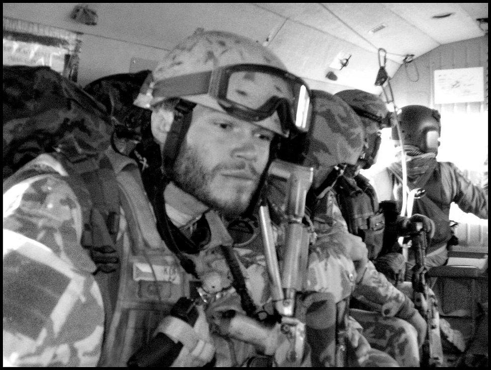 Při střetu s Talibanci si voják poranil páteř. Svými vynálezem chce pomáhat.