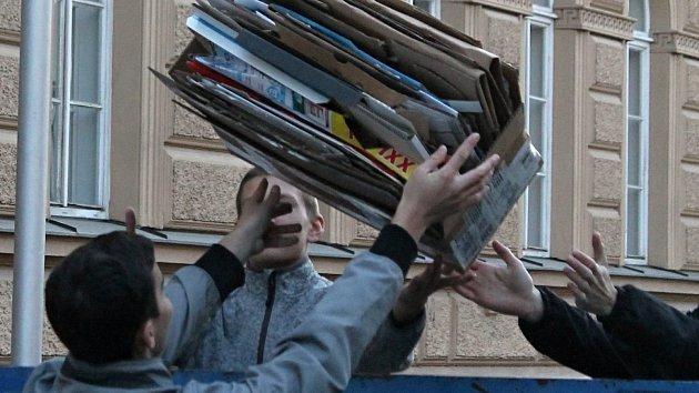 Sběrem papíru Třemošničtí pomáhají přírodě.