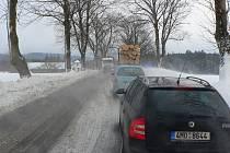 113km/h. S takovým poryvem větru se mohli setkat motoristé, kteří se vydali během pátečního dne do vyšších poloh Hlinecka.