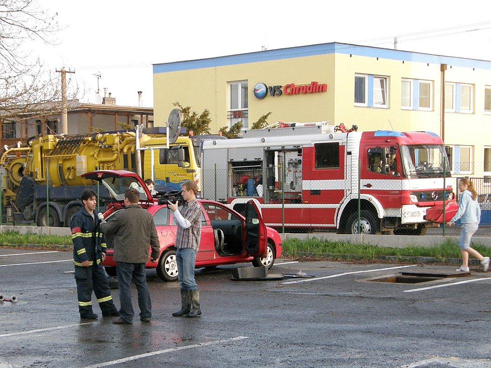 Ve Václavské ulici v Chrudimi došlo k havárii vody. Voda zaplavila provozní objekt společnosti VaK Chrudim.