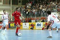 Říjen 2007: Era-Pack prohrál s Kairatem 4:5 a zůstal tak těsně před branami semifinále UEFA Futsal Cupu.