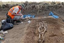 Při záchranném archeologickém průzkumu na staveništi obchvatu Chrudimi archeologové našli stopy po sídlišti z mladší a starší doby kamenné.