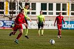 Záložník Ladislav Mužík (v červeném) rozšířil svůj gólový účet na čtyři góly, na body to ale nestačilo.
