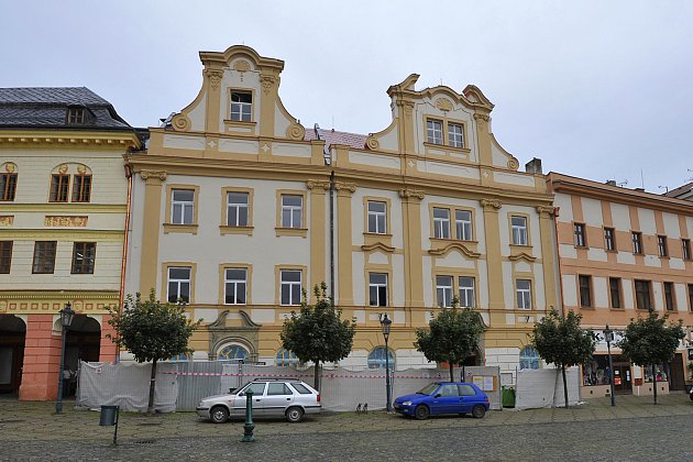 Budova radnice zatím stále prochází opravou.