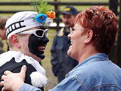 Masopustní průvod ve skanzenu na Veselém Kopci potěšil již tradičně známými a tradiční maskami.