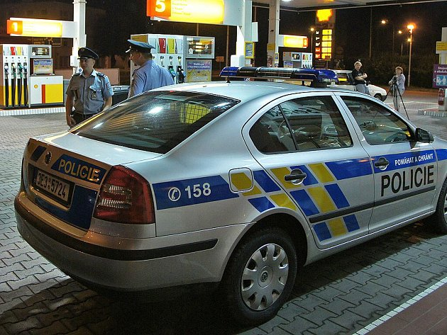 Ozbrojený pachatel přepadl benzinovou stanici v Chrudimi