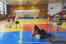 Florbalový turnaj chlapců ze středních škol v chrudimské sportovní hale.