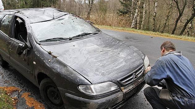 Na silnici ze Svratky do Hlinska se v pátek 12. listopadu ráno ocitla olejová čára, kvůli které v Blatně havaroval řidič do příkopu.