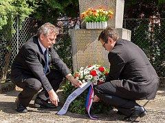 Oběti 2. Světové války uctil starosta města Josef Kozel a místostarosta Otakar Volejník při vzpomínkovém aktu v Heřmanově Městci a v Chotěnicích dne 8.května.