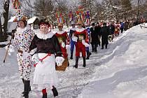 Tradiční masopustní obchůzku ve skanzenu na Veselém Kopci tentokrát obstarala skupina ze Studnic.